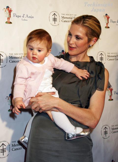 人気ドラマ、「Gossip Girl」のリリー役、ケリー・ラザフォードが生後9か月の長女ヘレナちゃんを紹介。