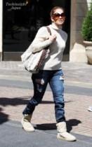 【イタすぎるセレブ達】ジェニファー・ロペスはかなりの寒がり? 22℃のLAでこの格好。