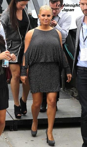 """【イタすぎるセレブ達】エイかムササビ? 肥満傾向のジェシカ・シンプソン、""""ひし形"""" ファッションで失敗。"""