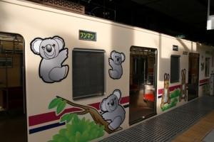 動物のイラストが施され子どもたちに人気の「TAMA ZOO TRAIN」も、半年後には姿を消す…(撮影:鈴木亮介・10年9月)
