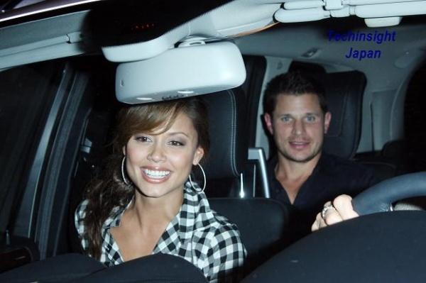 人気R&Bシンガー、ニック・ラシェイが4年越しの恋人ヴァネッサ・ミニーロと婚約。写真は先月21日、ロサンジェルスで。