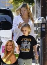 【イタすぎるセレブ達】この人ダレ? ケイト・ハドソン、育児疲れのすっぴん顔で幸せそうに街を歩く。