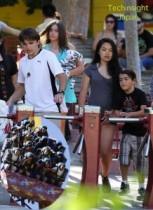 【イタすぎるセレブ達】故M・ジャクソンの子供達、テーマパークではしゃぐ夏休み! 長男プリンス君はガールフレンドも同伴。