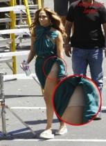 【イタすぎるセレブ達】ジェニファー・ロペス赤っ恥、ゴージャスなドレスの下から肌色のデカパンが丸見え!