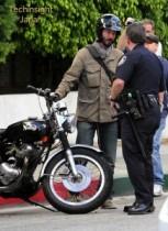 【イタすぎるセレブ達】キアヌ・リーブス、路上に停めていた愛車のバイクに当てられた!