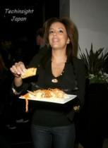 【イタすぎるセレブ達】エヴァ・ロンゴリアのメキシコ料理店を女性客が訴える。「滑って転んだのは床がベタベタだから! 」