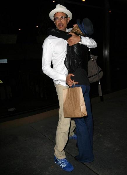 【イタすぎるセレブ達】ダンディー俳優ジェフ・ゴールドブラムに新恋人。今度のお相手は金髪美女。