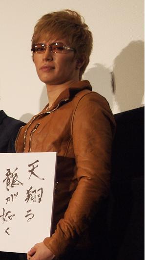 GACKTの2012年辰年の決意は、「天翔る 龍が如く」。「劇場版テンペスト3D」初日舞台挨拶にて。