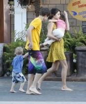 【イタすぎるセレブ達】ファン衝撃の写真。ジャスティン・ビーバーとセレーナ・ゴメスは早くも子育ての練習中。