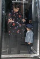 【イタすぎるセレブ達】妊婦コートニー・カーダシアン、空港でパニック障害の発作に見舞われる。