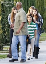 【イタすぎるセレブ達】故マイケル・ジャクソンの遺児たちの最新ショット。パリスちゃんはモデルばりの高身長、そしてブランケット君は…。