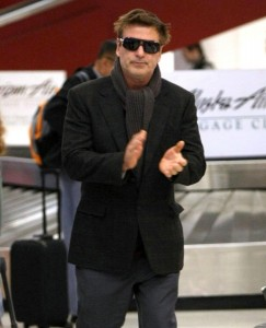 【イタすぎるセレブ達】アレック・ボールドウィンがピンチ? 「アゴを殴られた」と主張するカメラマンがTV番組に登場。