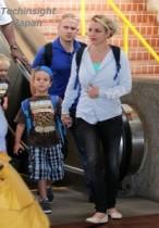 【イタすぎるセレブ達】マウイ島でまったり。ブリトニー・スピアーズ「独立記念日」の家族写真をツイッターで公開。