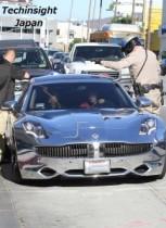 【イタすぎるセレブ達】ジャスティン・ビーバーを追っていたパパラッチ2台がガツン! 警察に呼び止められて。