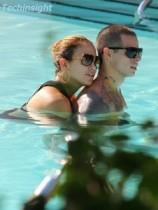 【イタすぎるセレブ達】さっそくプールでイチャイチャ。ジェニロペ&キャスパー・スマート冷却期間の反動で超Hot!