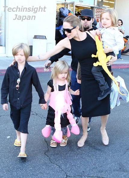 【イタすぎるセレブ達】シャイロちゃんは不貞腐れ、双子は「抱っこ!」アンジェリーナ・ジョリーのハロウィンショッピングはてんやわんや。