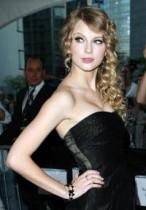 【イタすぎるセレブ達】懲りない歌姫テイラー・スウィフト、人気誌に「恋に落ちるって最高」と発言。