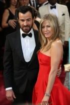 【イタすぎるセレブ達】女優ジェニファー・アニストンは養子を希望? シャーリーズ・セロンにアドバイスを求めているとの報道。