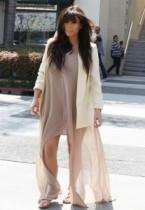 """【イタすぎるセレブ達】キム・カーダシアン、ファッション批判にムッ。""""アドバイザー""""カニエ・ウェストを擁護する発言も。"""