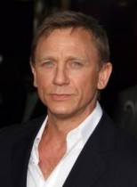 【イタすぎるセレブ達】『007』俳優ダニエル・クレイグ、図々しいファンに激高。怒鳴りながら携帯電話を奪い取る!