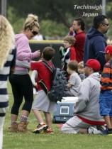【イタすぎるセレブ達】ブリトニー・スピアーズ、元夫ケヴィンと仲良く息子のサッカー応援。