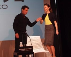 『オブリビオン』来日記者会見で主演トム・クルーズとオルガ・キュリレンコ
