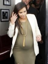 【イタすぎるセレブ達】キム・カーダシアンの産んだ長女、「たぶんカニエにソックリ」というキムの予想はハズレ?