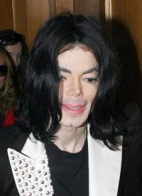 【イタすぎるセレブ達】マイケルの死亡当時の部屋の写真にショック。赤ちゃん人形を抱いて寝ていた!?