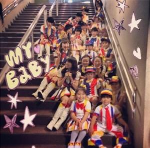 """【エンタがビタミン♪】AKB48が子ども達と""""恋チュン""""披露。大島優子らが「可愛すぎ」と夢中に。"""