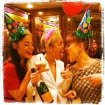 【イタすぎるセレブ達】マイリー・サイラス、21歳誕生日を人気クラブで楽しく祝う。