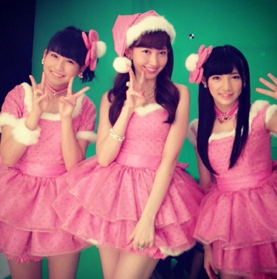 【エンタがビタミン♪】AKB48小嶋陽菜のミニスカサンタに反響。岡田奈々、小嶋真子と3人でCMに登場。
