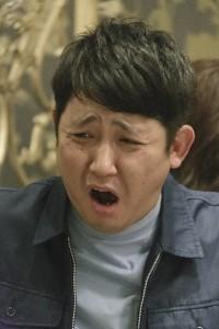 酔っ払い客を演じる東京ダイナマイト・松田大輔