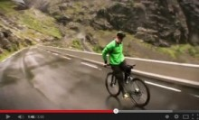【EU発!Breaking News】自転車に後ろ向きに乗り、山を下る。命知らずのノルウェー男。<動画あり>