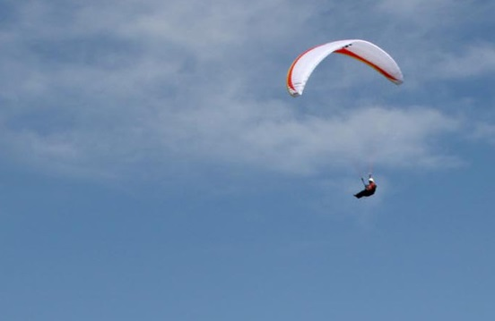 【アジア発!Breaking News】パラグライダー中に遭難した日本人男性。無事救出される。(台湾)