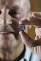 【アフリカ発!Breaking News】ブルーダイヤモンドを発掘! 29.6カラットで「値は予測不可能」。(南ア)