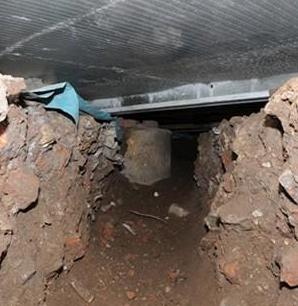 【EU発!Breaking News】数か月間トンネルを掘り続けた窃盗集団、閉店後の大手スーパーに床下から侵入。(英)