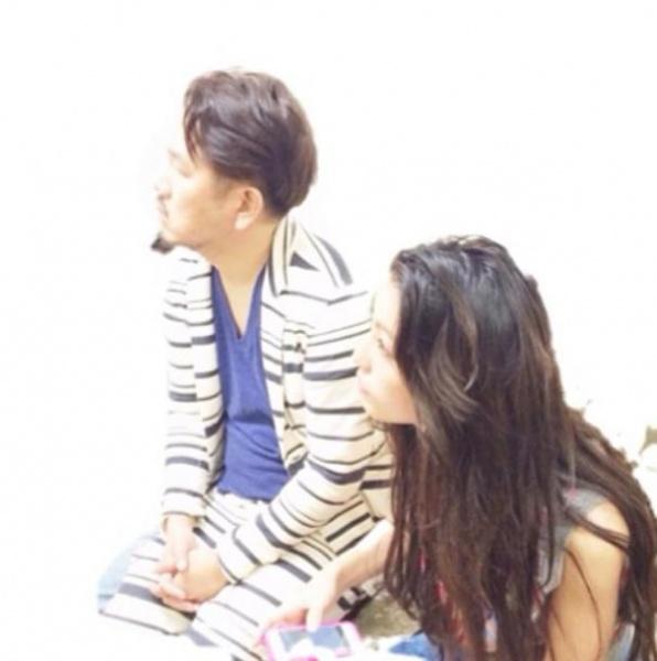 『いいとも!』の楽屋モニタに見入るフジモンと木下優樹菜(画像はinstagram.com/yuuukiiinaaaより)