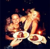 【イタすぎるセレブ達】ケイト・ハドソンの誕生日パーティに、リース・ウィザースプーンらが参加!