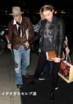【イタすぎるセレブ達】ジョニー・デップ、婚約者アンバーの誕生日に2000万円超の詩集をプレゼント!