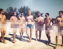 【イタすぎるセレブ達】ディカプリオ見ちゃダメ! 恋人が裸の男たちと写真撮影。