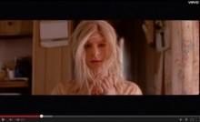 【イタすぎるセレブ達】『スパイダーマン』のアンドリュー・ガーフィールド、MVで女装に!<動画あり>