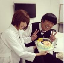【エンタがビタミン♪】バナナマン・日村が誕生日。大島麻衣ら共演者がサプライズケーキで祝福。