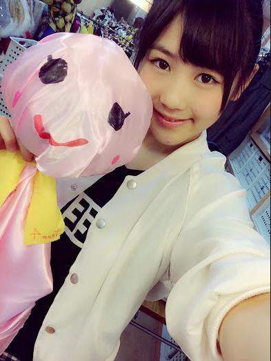 てるてる坊主を作った、AKB48の西野未姫 (画像は『西野未姫 Google+』のスクリーンショット)