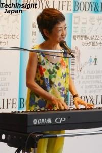 生のジャズを披露した綾戸智恵