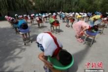 【アジア発!Breaking News】小学校、夏休みを前に校庭で児童に「溺れる体験」をさせ物議。(中国)
