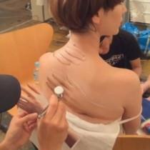【エンタがビタミン♪】木村カエラのボディペインティングが衝撃的。「背中の手が怖い!」