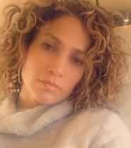【イタすぎるセレブ達】ジェニファー・ロペス45歳、珍しいカーリーヘア披露に驚きの声。