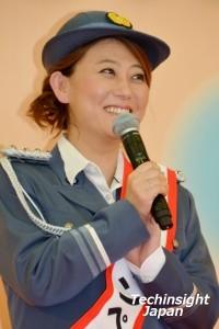 「婦警の制服を着ることができて嬉しい」と友近