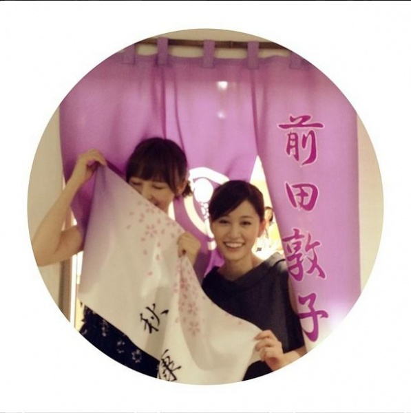 前田敦子の楽屋を訪れた篠田麻里子。(画像はinstagram.com/maricollet3より)