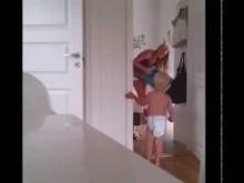 【EU発!Breaking News】双子も一人一部屋。ノルウェー人ママの超ヘトヘトな子育て。<動画あり>